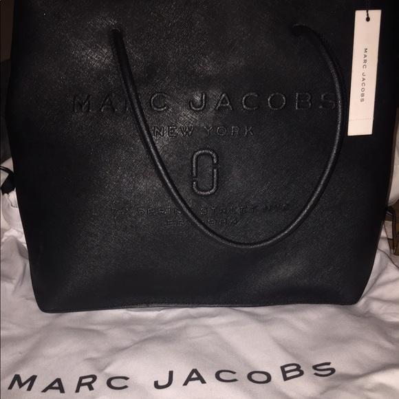 ab7ec6713975 Marc Jacobs Logo Shopper East - West. M 5b528269129955a6fa934823